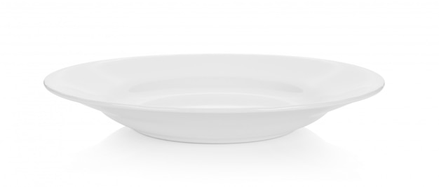 Assiette vide sur espace blanc