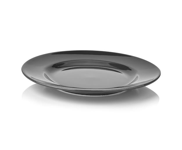 Assiette vide noire isolée sur blanc
