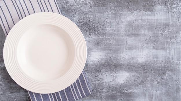 Assiette vide avec. vue de dessus