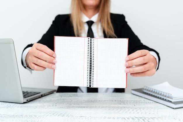 Assistant offrant des conseils de formation à l'instruction, discutant d'un nouvel emploi, proposant un grand projet, évaluant la procédure d'un employé, des idées de présentation informatique