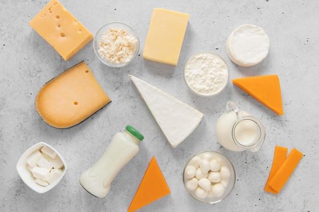 Assortiment alimentaire avec des produits laitiers