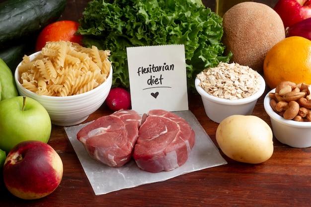 Assortiment d'aliments diététiques flexitaires à angle élevé