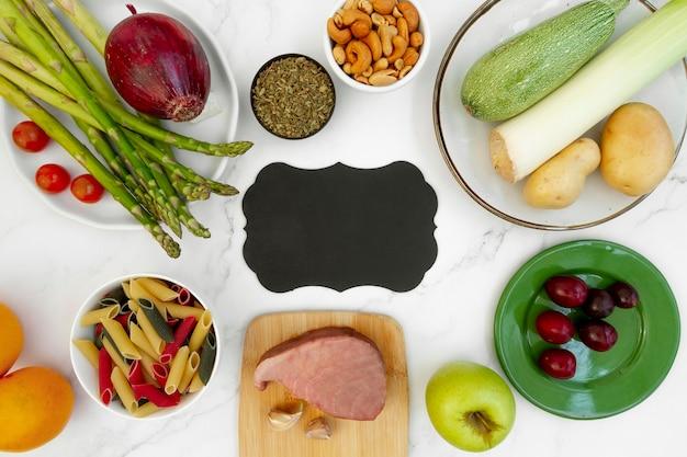 Assortiment d'aliments diététiques flexitaires faciles