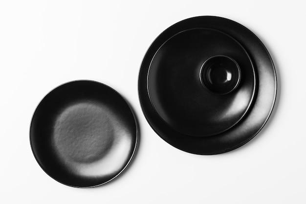 Assortiment d'assiettes noires vue de dessus