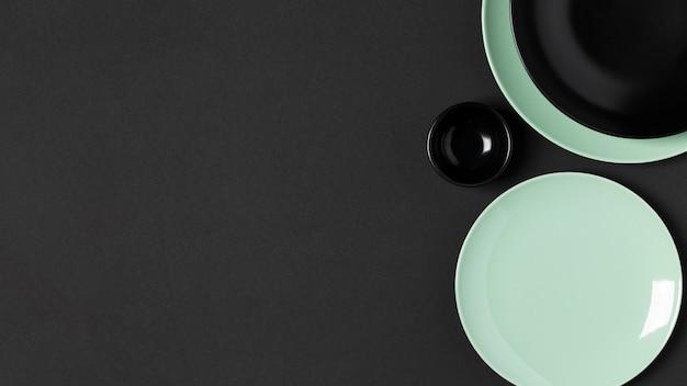 Assortiment d'assiettes rondes vue de dessus avec espace copie
