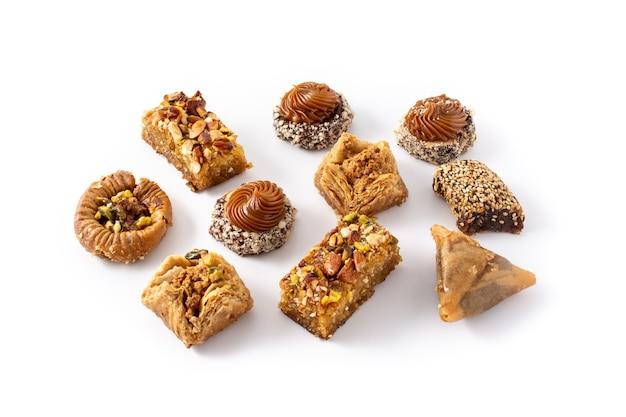 Assortiment de baklava dessert ramadan isolé