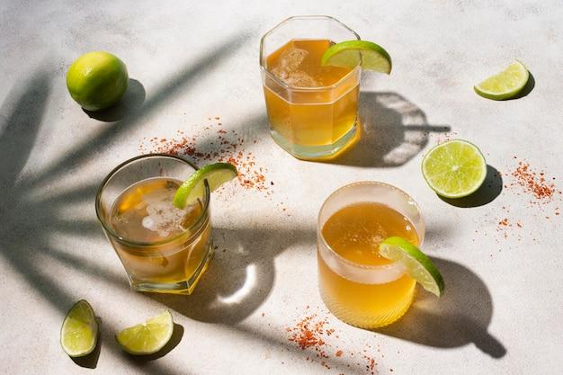 Assortiment de boissons michelada épicées