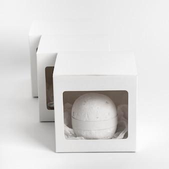 Assortiment de bombes de bain emballées vue de dessus