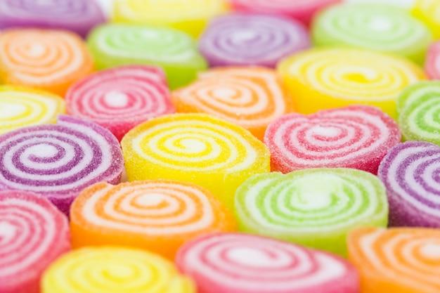 Assortiment de bonbons colorés de gelée de fruits