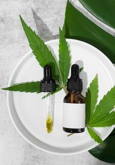 Assortiment de bouteilles d'huile de cannabis naturel