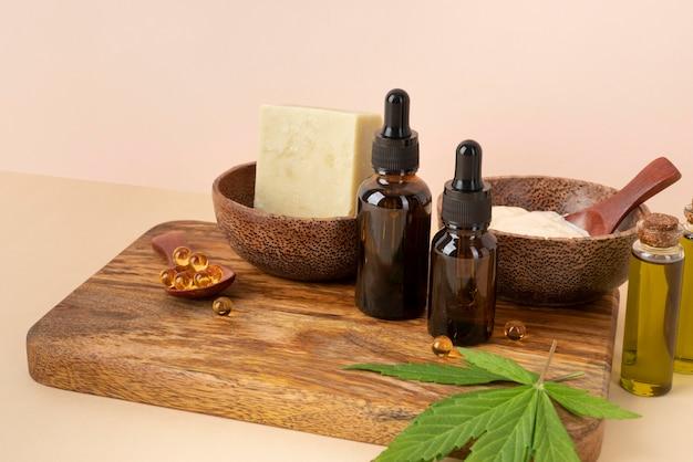 Assortiment de bouteilles d'huile de cannabis