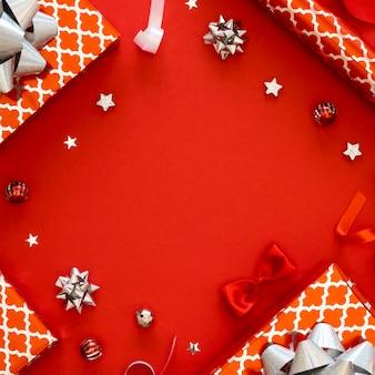 Assortiment de cadeaux emballés festifs