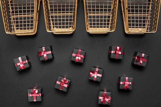 Assortiment de cadeaux vendredi noir sur fond noir
