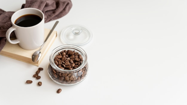 Assortiment de café sur fond blanc