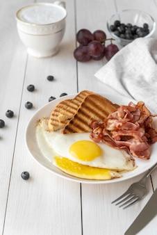 Assortiment créatif de petit-déjeuner