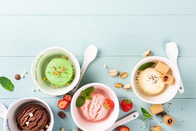 Assortiment de crème glacée dans un bol