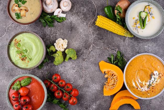 Assortiment de crèmes d'automne aux légumes