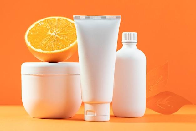 Assortiment de crèmes et d'oranges