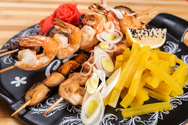 Assortiment de crevettes et champignons shiitake, moules et patates douces. pour n'importe quel but.