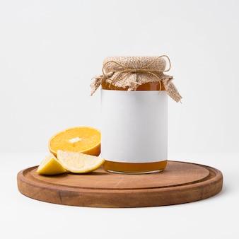 Assortiment de délicieuses confitures en emballage pot
