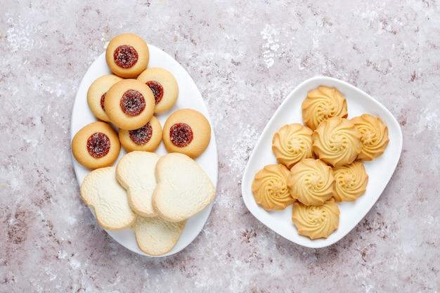 Assortiment de délicieux biscuits frais.