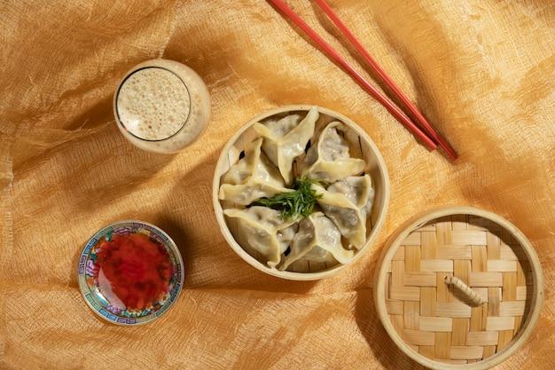 Assortiment de délicieux plats asiatiques