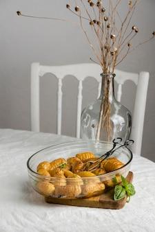 Assortiment d'un délicieux repas sain sur la table