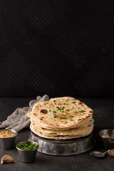 Assortiment De Délicieux Roti Sur La Table Avec Espace De Copie Photo gratuit