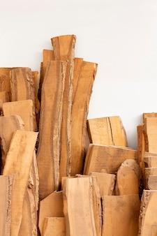 Assortiment de différentes pièces en bois