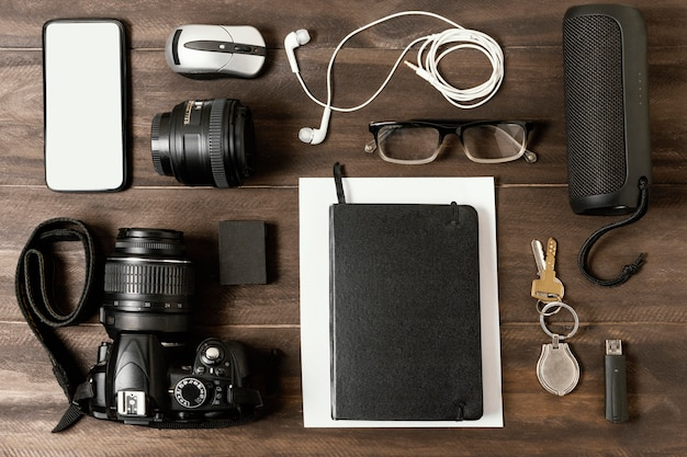 Assortiment de différents éléments de voyage