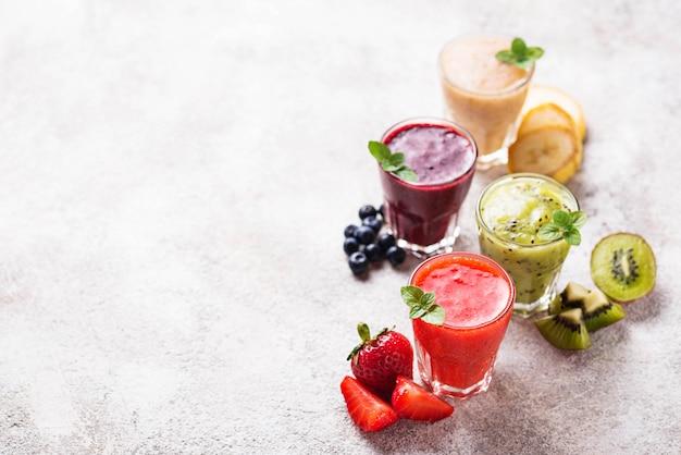 Assortiment de divers smoothies santé