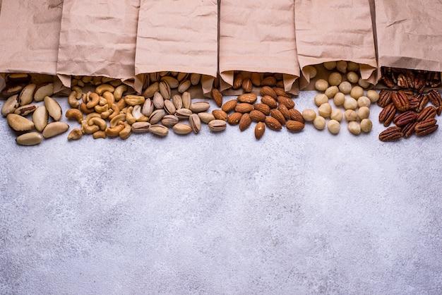 Assortiment de diverses noix. amandes, noix de pécan, macadamia, pistache et noix de cajou