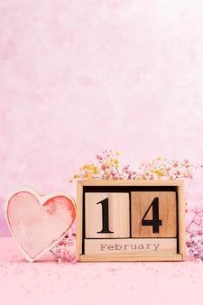 Assortiment du 14 février avec fond rose