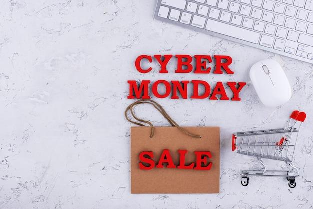 Assortiment du cyber lundi en vue de dessus