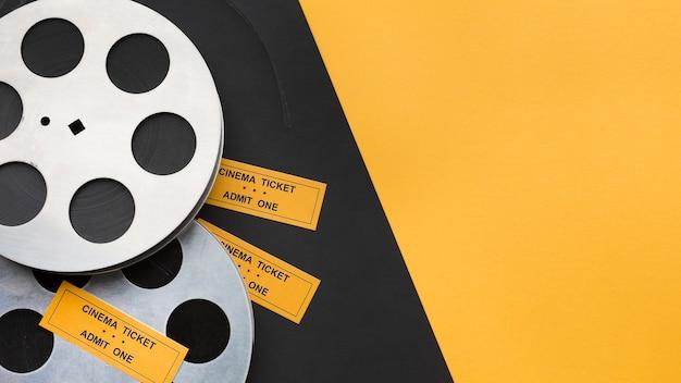 Assortiment d'éléments cinématographiques avec espace copie