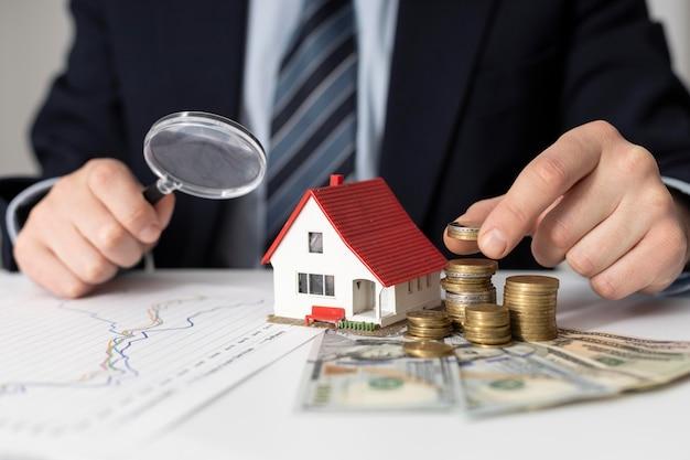 Assortiment d'éléments d'investissements dans la maison