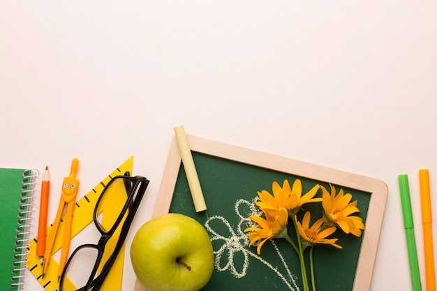 Assortiment d'éléments de la journée de l'enseignant
