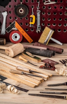 Assortiment d'équipements pour travaux artisanaux