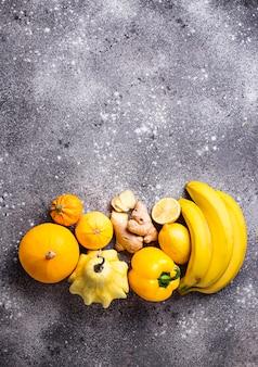 Assortiment de fruits et légumes jaunes