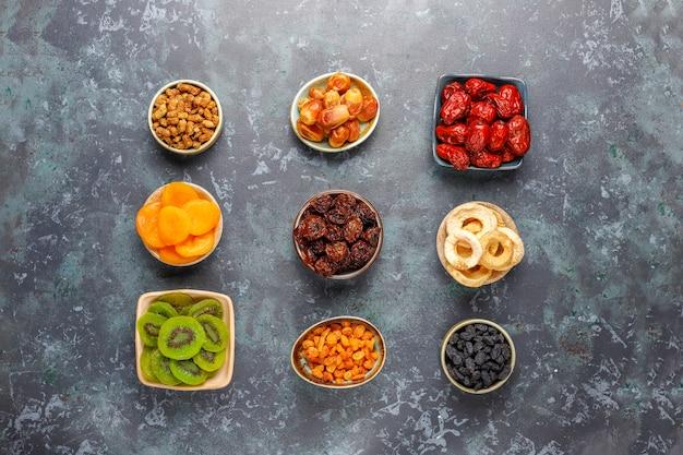 Assortiment de fruits secs bio.