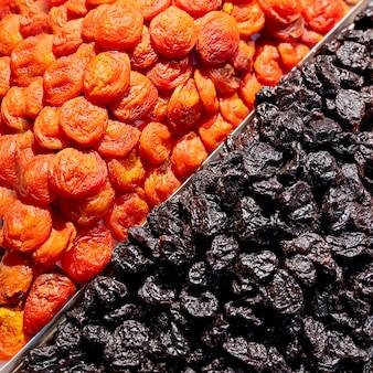 Assortiment de fruits secs sur le marché