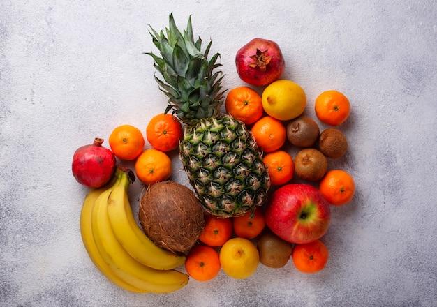 Assortiment de fruits tropicaux frais