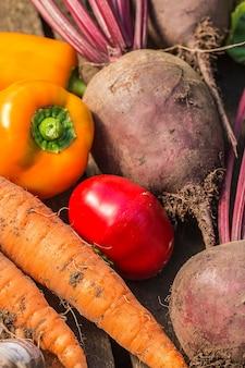 Assortiment de légumes frais se bouchent