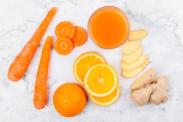 Assortiment de légumes et de fruits pour jus