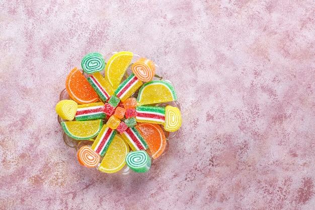 Assortiment de marmelades multicolores.