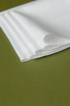 Assortiment de mouchoirs blancs