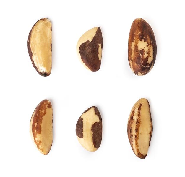 Assortiment de noix du brésil isolées.