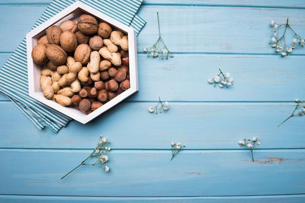 Assortiment de noix avec espace copie