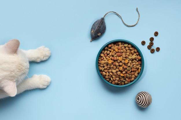 Assortiment de nourriture pour animaux de compagnie nature morte