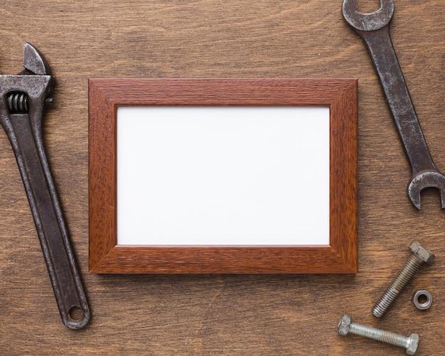 Assortiment d'outils et de cadres